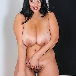 Big titty plumper busty emma fucks herself til she cums - 2 6